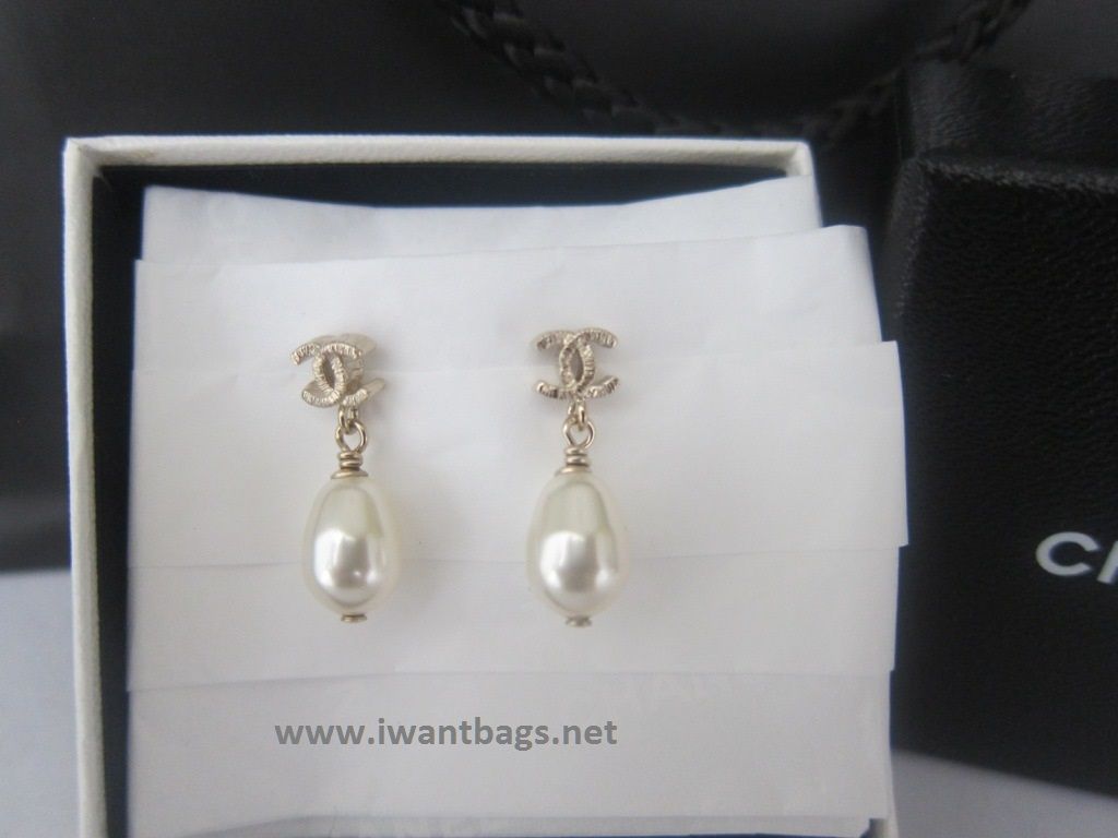 Chanel Pearl Gold Earrings Chanel Pearl Earrings Light
