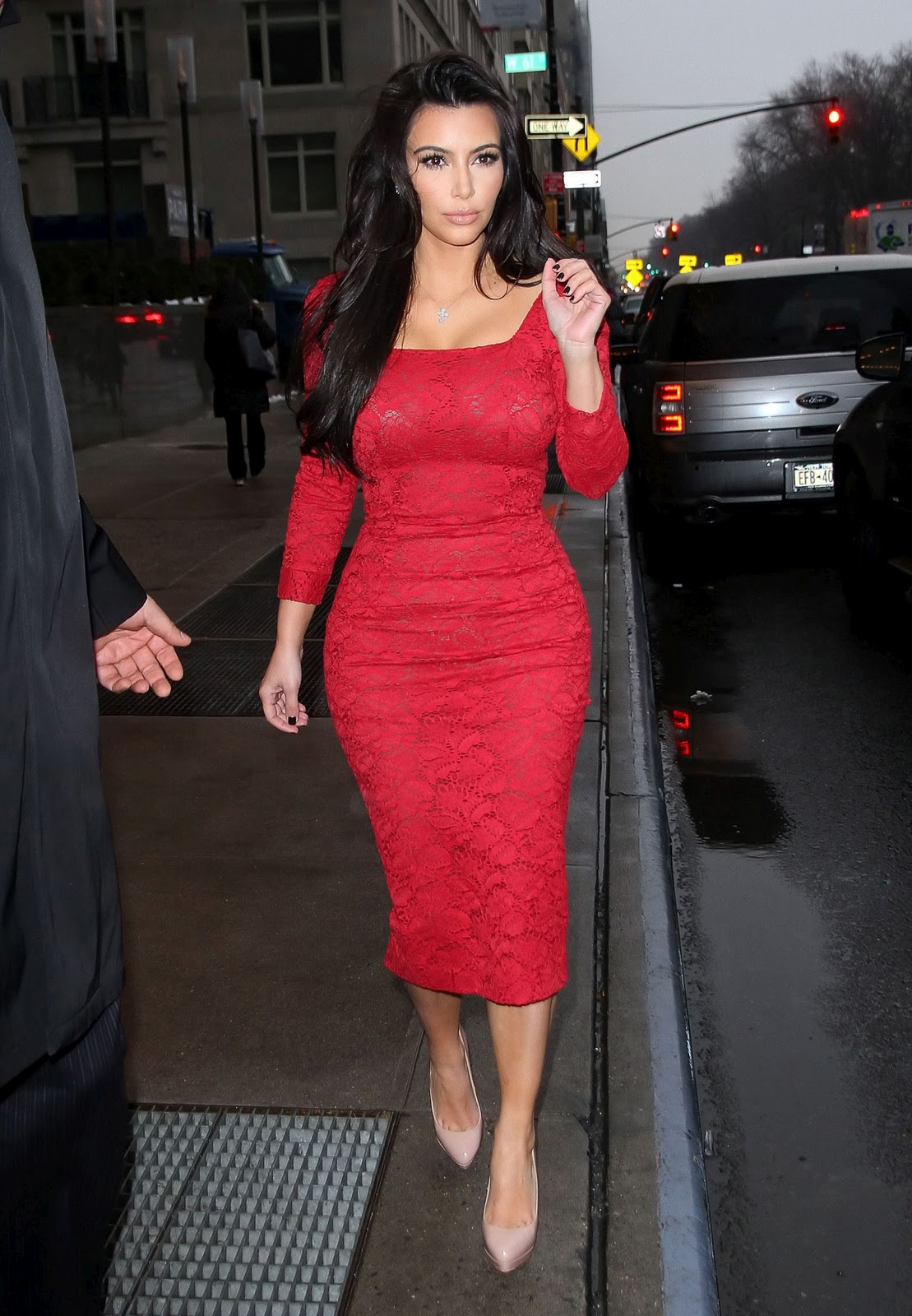 http://3.bp.blogspot.com/-TC-OQ14PlGo/UAGrr_QckWI/AAAAAAAAAx8/j5gG95XyzeA/s1600/kim-kardashian-dress-fashion-show-2012-walk-photoshoot-sexy-style-kim-kardashian-hot-pics-images-gallery-2012-wallpapers-2.jpg