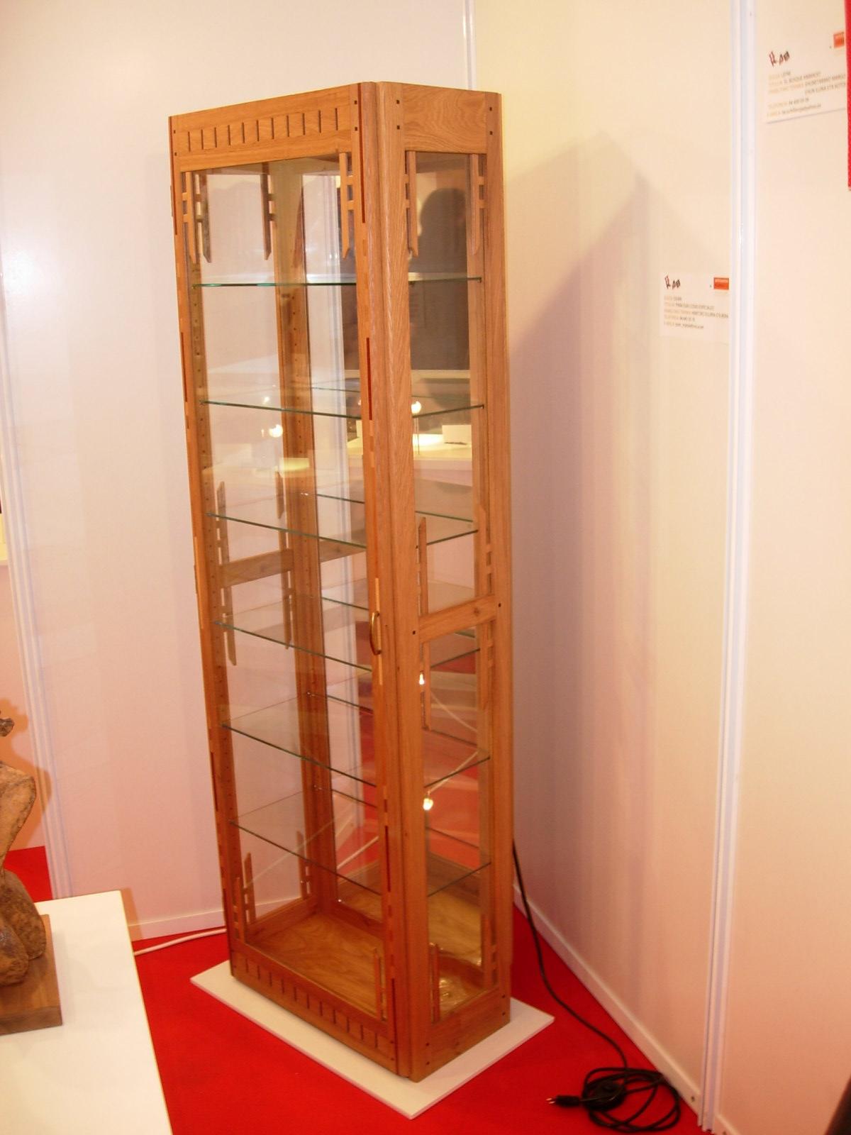 Sjuan ebanister a en madera en bilbao muebles artesanales - Vitrina para colecciones ...