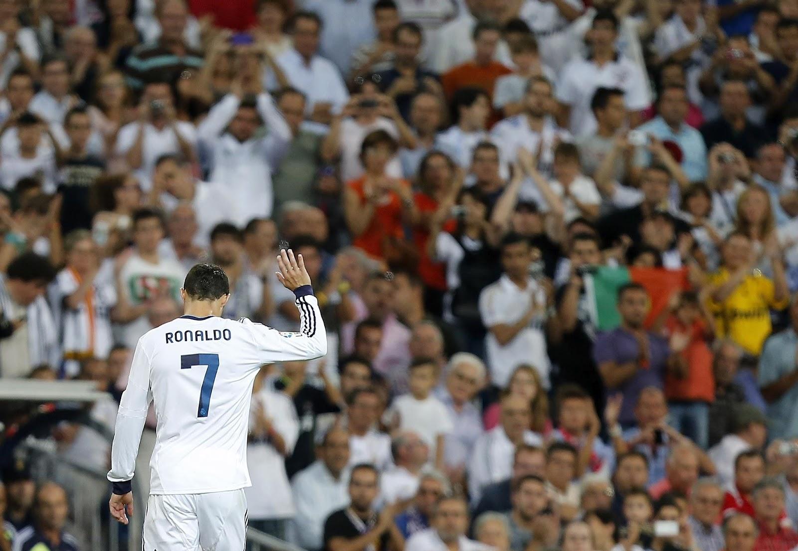 http://3.bp.blogspot.com/-TCGSf0AuEZo/UEUCs0RFccI/AAAAAAAABAA/PkaOBvP90EY/s1600/Cristiano+Ronaldo+says+that+he+is+\'sad\'+at+Real+Madrid.jpg