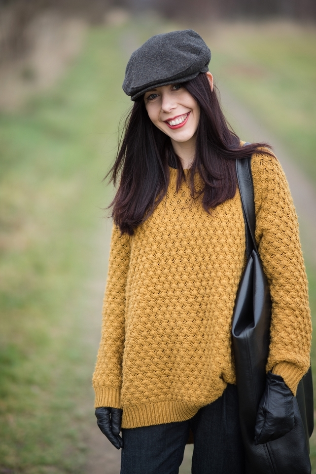 męski kaszkiet - damska stylizacja - blog - blog o modzie - preppy - musztardowy sweter