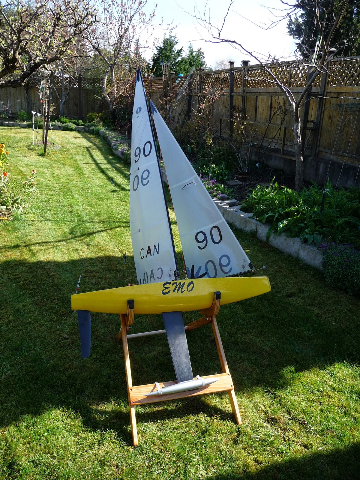 RC Sailing - Folding Wood Boat Stand - IOM | Tom'nDian Thornton's Spot