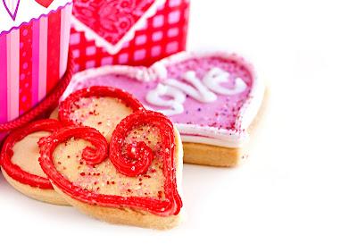 Corazones de pan con jalea de fresa y crema para el Día del Amor