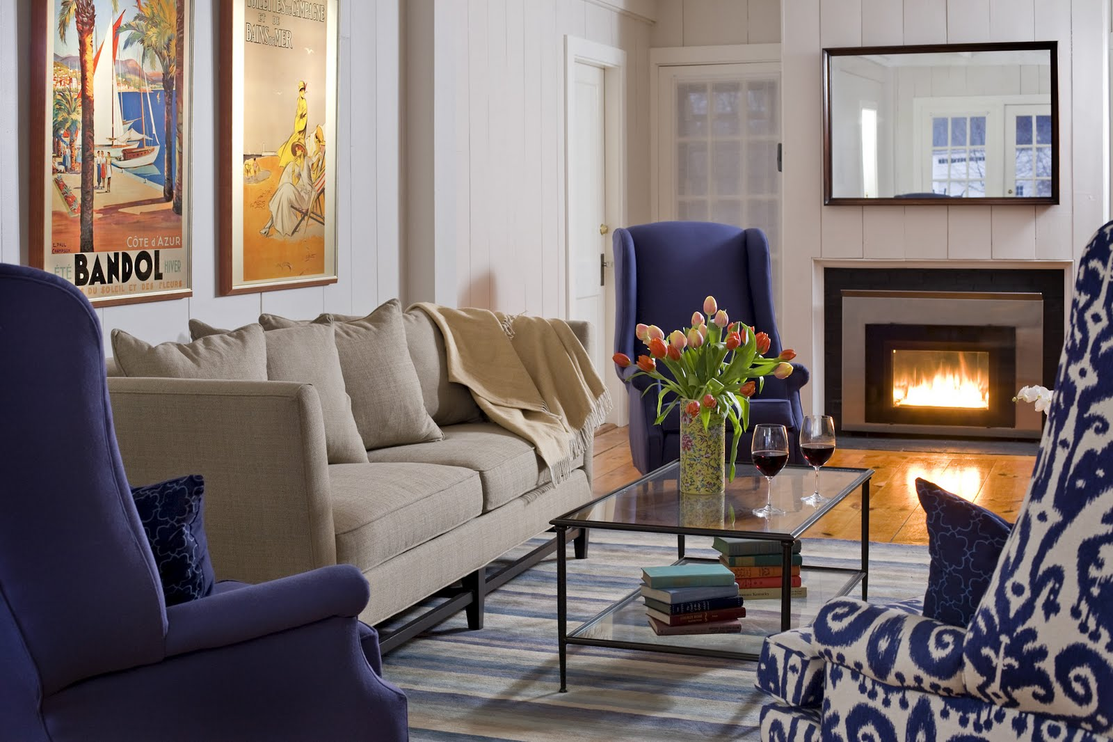 cozy AND contemporary living room title=