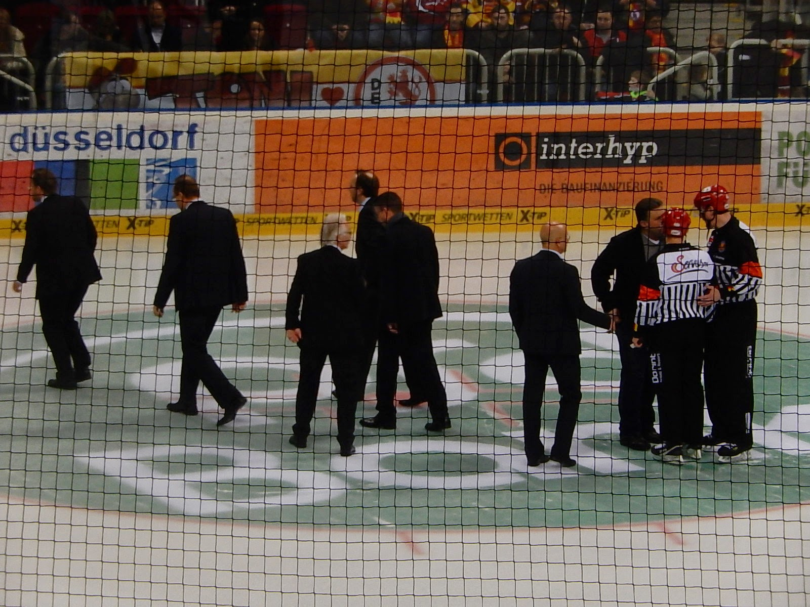 http://www.rp-online.de/sport/eishockey/deg/deg-schlittert-knapp-am-spielabbruch-vorbei-aid-1.4981470
