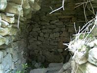 Interior de la barraca de vinya de la Baga de Berengueres