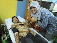 Penyelenggara Donor Darah 2013 ikut donor