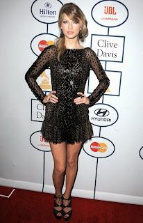 Тейлър Суифт в елегантна къса рокля на гала парти Грами 2014