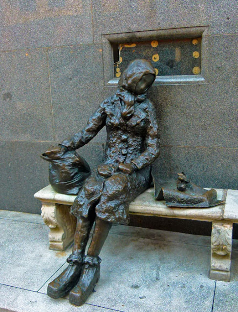 Eleanor Rigby, statue, Tommy Steele, Stanley Street, Liverpool.