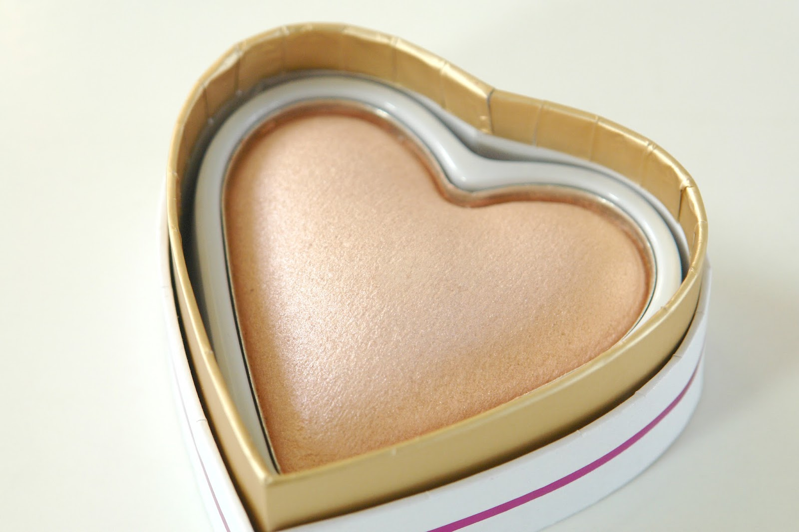 Makeup Revloution I ♡ Makeup Goddess of Love Highlighter review, highlighter, make up, Makeup Revolution, beauty, review, blogger, swatches