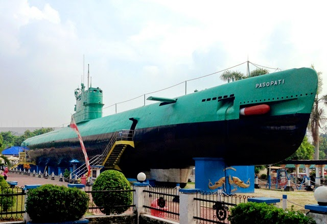 Submarine Museum Attractions In Surabaya Indonesia Touristnesia Find Nice Place In The World