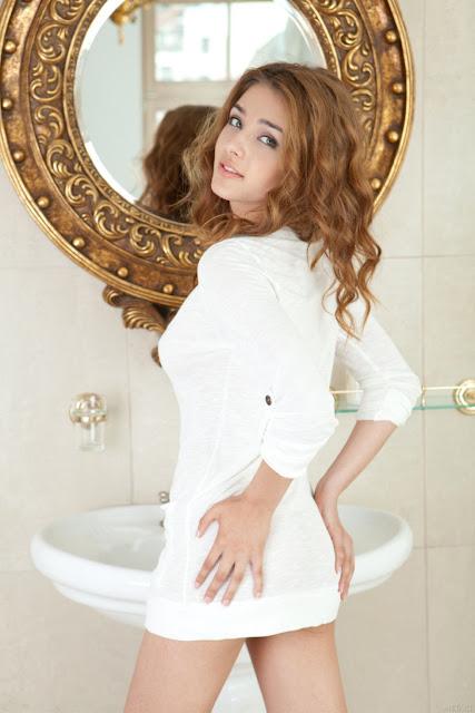 Adriana Modelo Met-Art