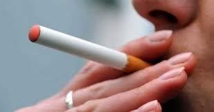 Sigaretta elettronica: fa male a chi la fuma o alle lobby?