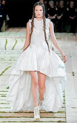 Alexander-McQueen-Dresses-Spring-2011-Caroline-Brasch-Nielsen