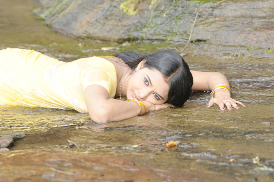 kadhalai kadhalikkiren movie anjali joyi saree cute stills