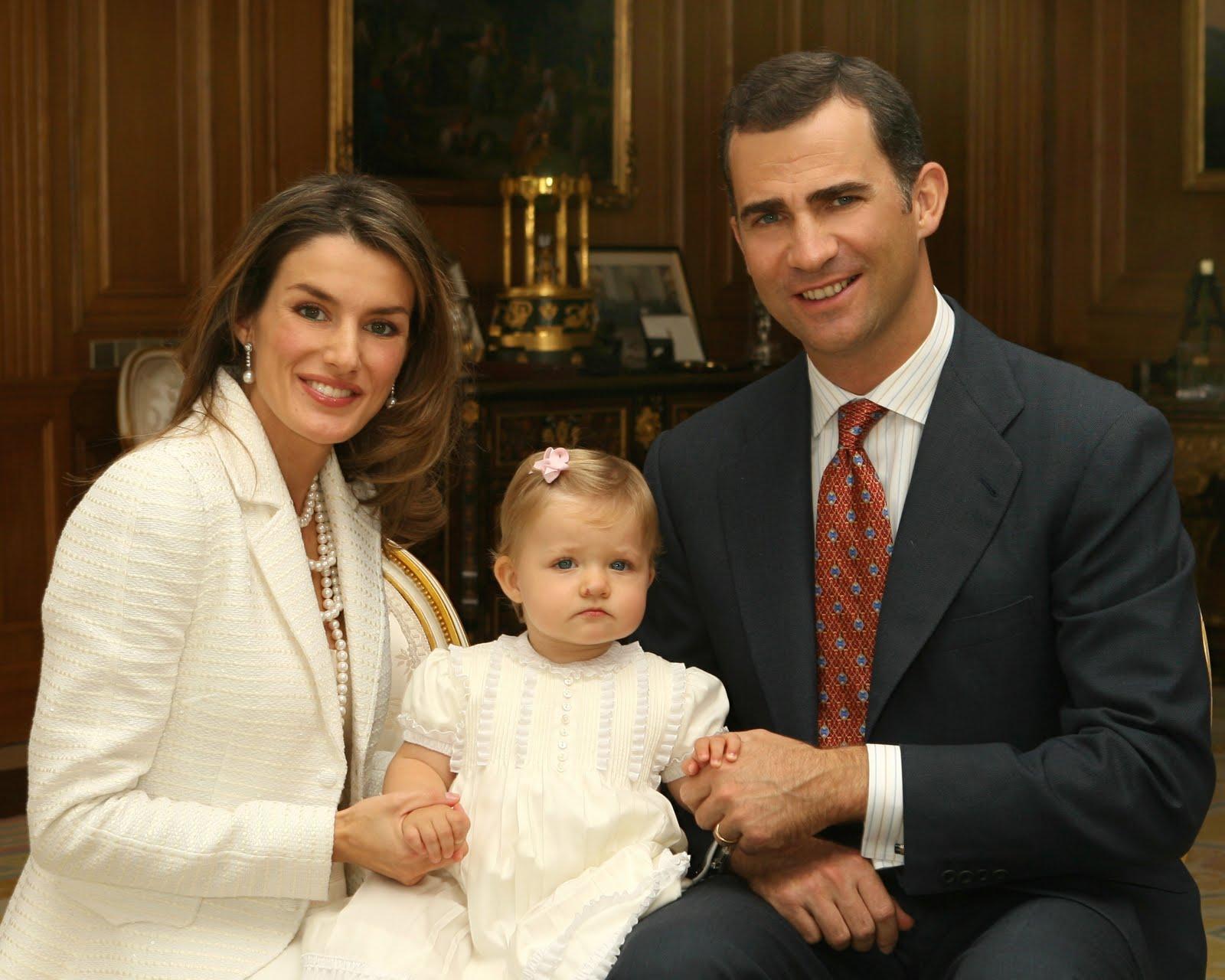 http://3.bp.blogspot.com/-TEpbIThBee0/TbmocoJh-QI/AAAAAAAAAkc/rp-C8ZwunII/s1600/royal+famiglia.jpg