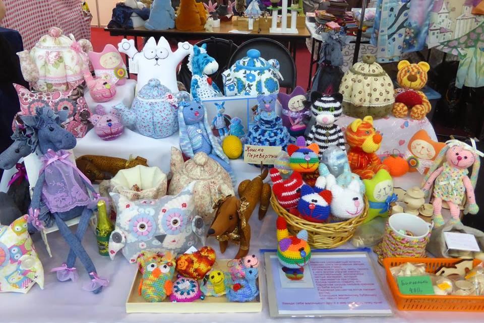 игрушки на выставке на ветошном