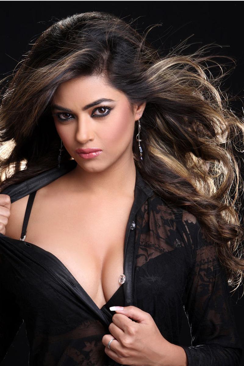 Meera Chopra Hot Cleavage Show Photos - Cinema65 Gallery