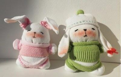 Милые кролики из детских носочков