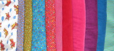 Buit van de stofjesmarkt, vooral tricot, enkele katoenen lapjes, nicky velours en 1 keer badstof