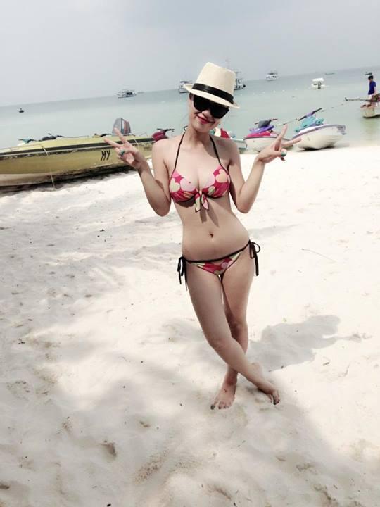 Ngắm DJ Tít trong bộ bikini nóng bỏng