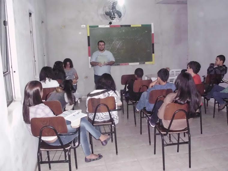 Professores  em Ação - sala dos juniores/ adolescentes.