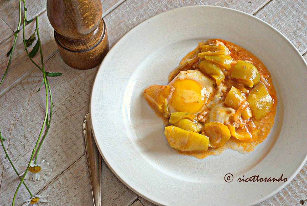 Uova in salsa di peperoni ricetta spagnola a base di uova e peperoni