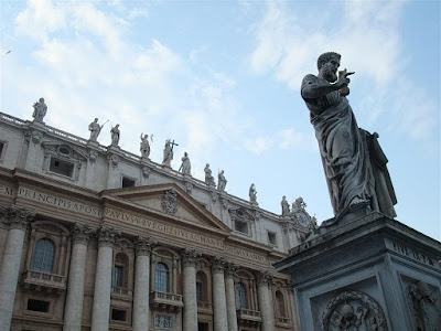 st peter statue, holding keys, vatican, st peters basilica