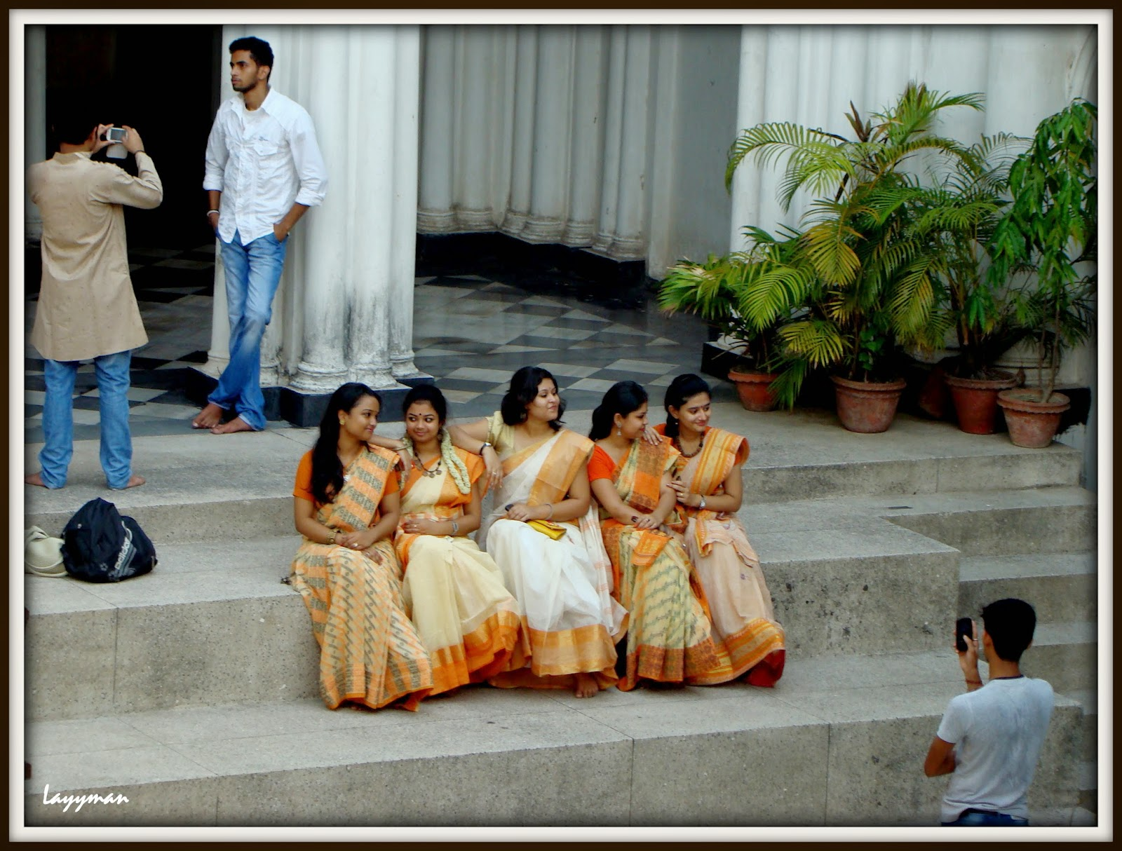 Impromptu cellular photo sessions of Rabindra Bharati University students. Jorasanko Thakur Bari