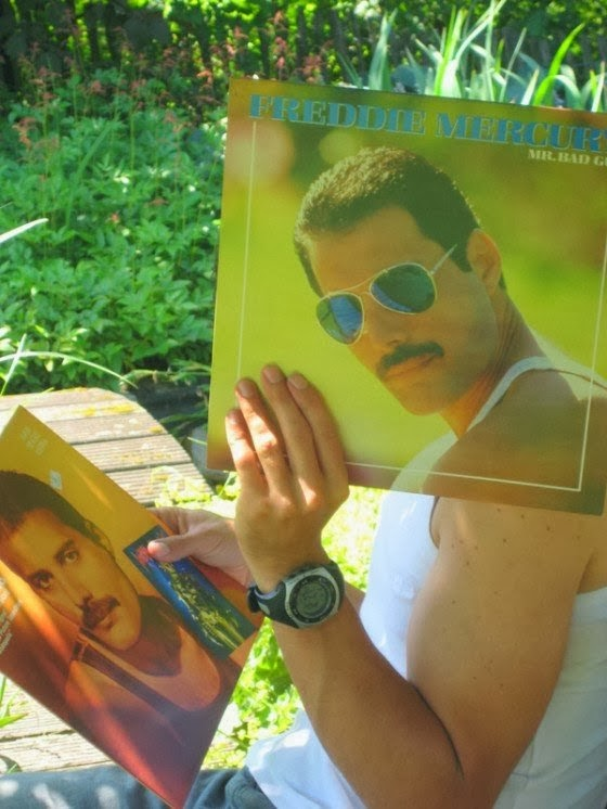 20 Best Posing With Old Vinyl Record Sleeves to Create Artistic Images