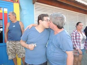 Mário e Gledson vieram de São Paulo para participar da Parada do Orgulho LGBT em Itaquaquecetuba | Foto: Jenifer Carpani
