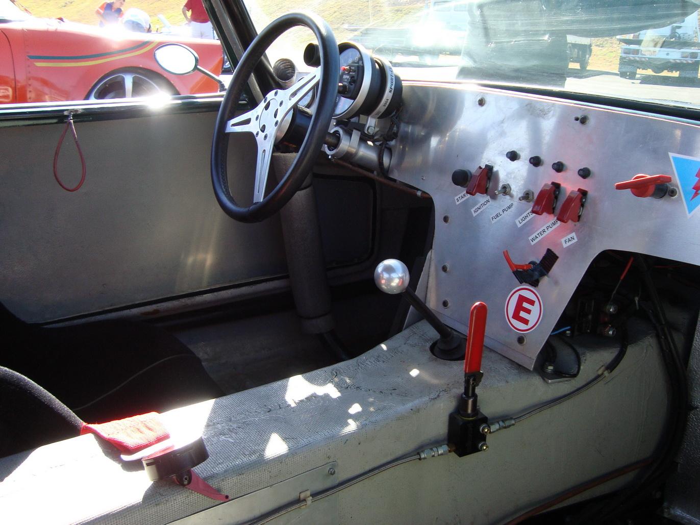 Lotus+interior,+distribuidor+de+freio.jp