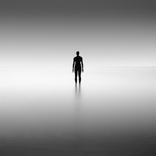 včasih je tako prazno │ kot da se sploh nimam │ nimam več