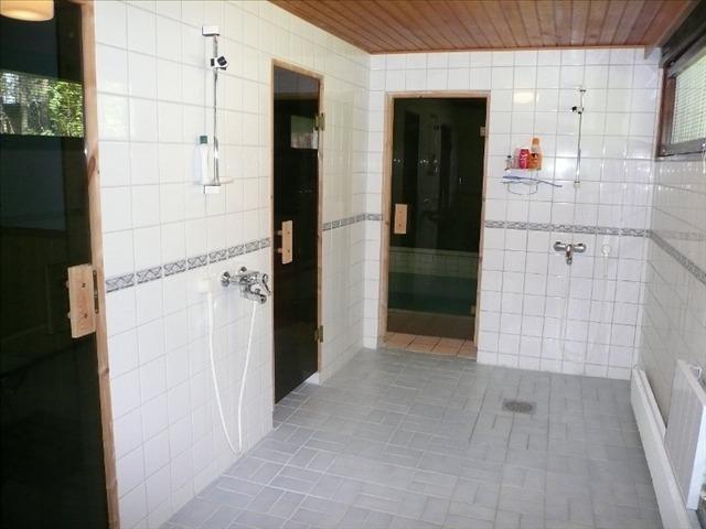 Kylpyhuoneen lattia pinnoite