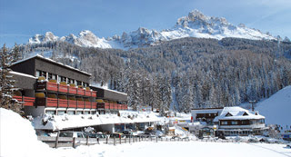 Sporthotel Obereggen ideal zum Skifahren in den Südtiroler Dolomiten /></td>           </tr> <tr>             <td class=