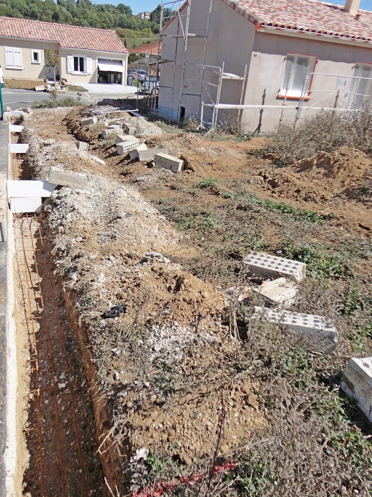 Apr s le d caissement pose des semelles et pr paration - Ferraillage fondation muret ...