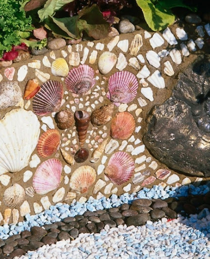 Bring the beach to house and garden walls with seashells for Garden wall mosaic designs