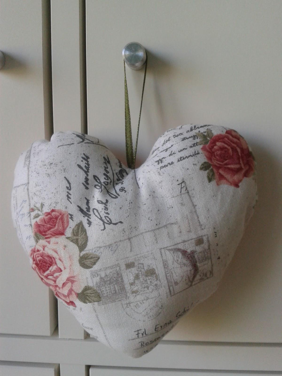 Con encanto corazones de tela for Telas vintage