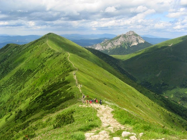 puisi alam tentang bukit