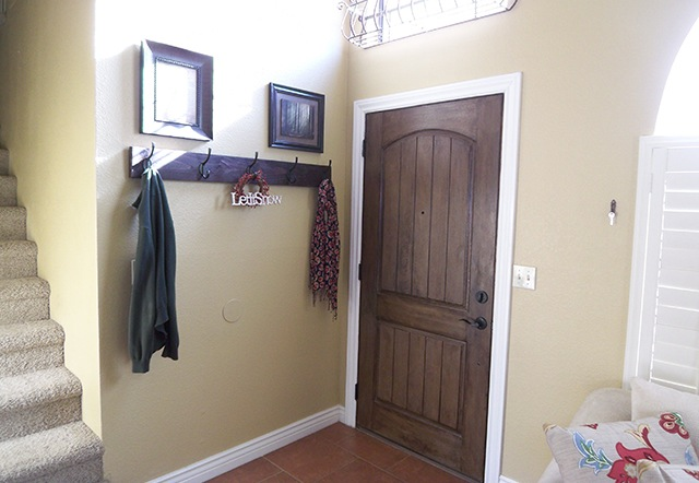 Wall Mounted Coat Hanger