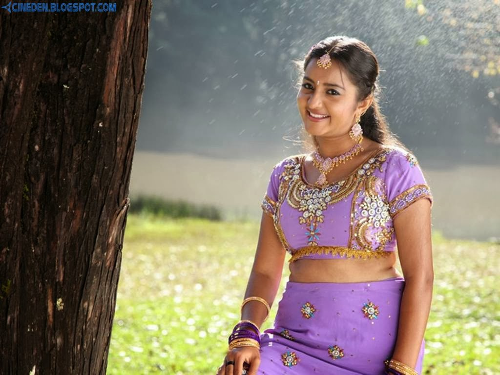 Bhama says no to pregnant roles? - CineDen