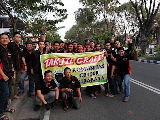 Acara Bagi Bagi TAKJIL di Taman Bungkul Surabaya sebagai CSR