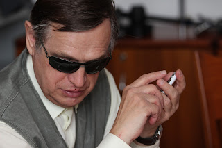 a blind person using the blindshell interface on his phone