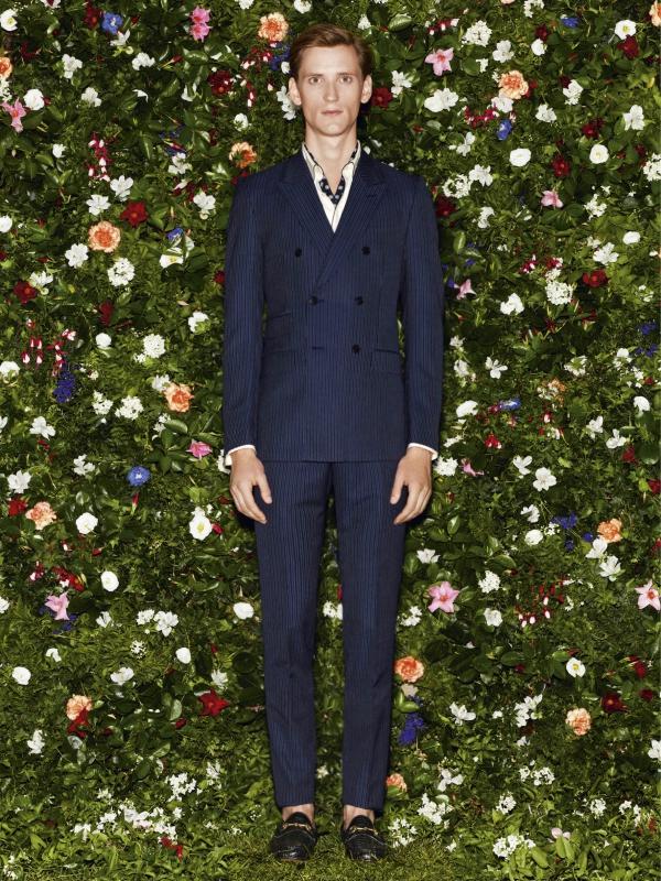 Gucci 2013早春度假系列中的豎條紋雙排扣西裝