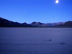 Luna en el desierto de California