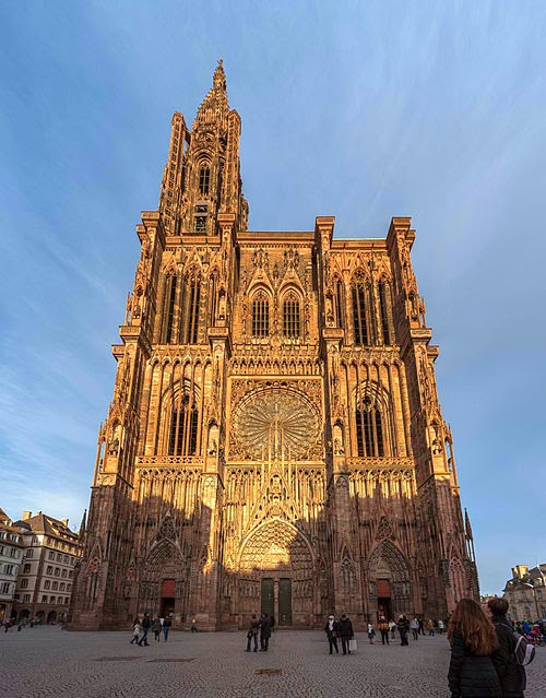 Strasbourg_Cathedral_Exterior_-_Diliff.jpg