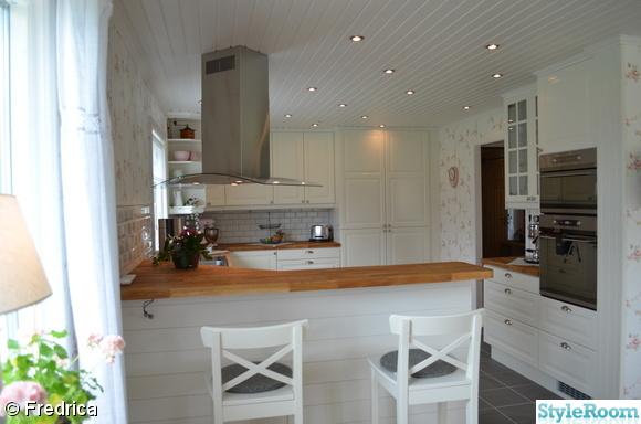 Inredningstips Lantligt Kok : lantligt kok  vitt,lantligt kok,koksbord vitt,stolar vita stolar