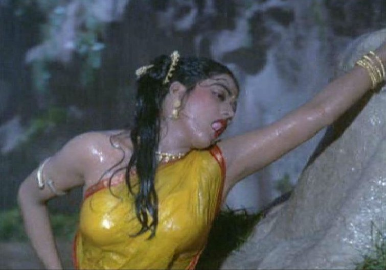 Old Malayalam Masala Movie Actress Bhanu Priya Hot Stills Wet
