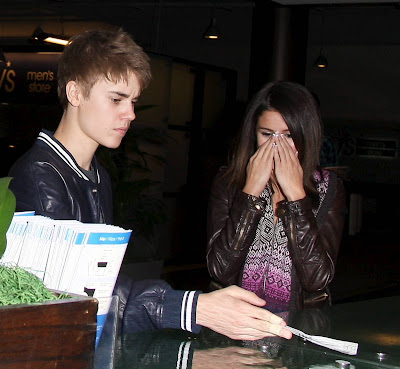 justin bieber and selena gomez 2011 kissing. in a selenajustin bieber