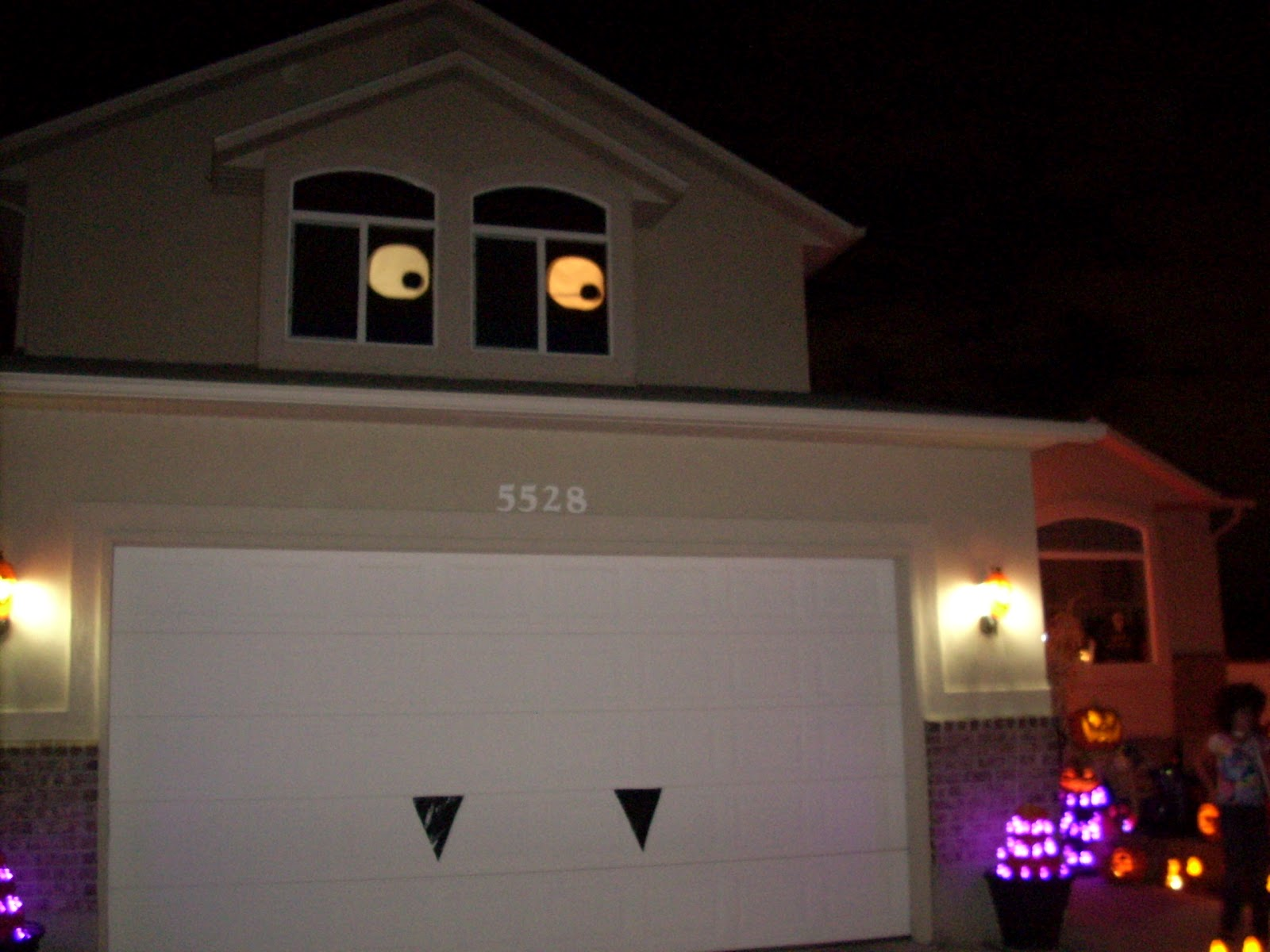 Diy halloween garage door decorations - I Know It S The Middle Of Summer But I Look Forward To The Fall It S My Favorite Season So Here S A Halloween Decor Recipe For Your Windows